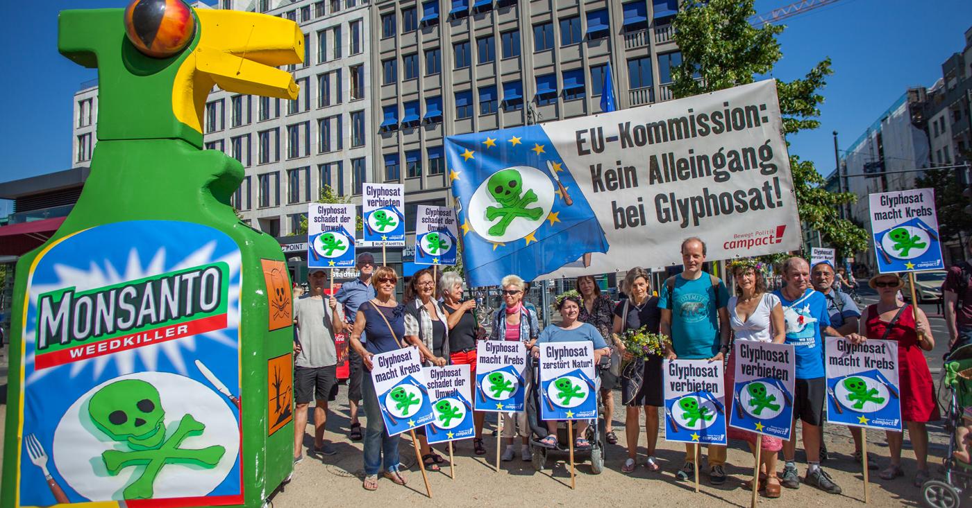 Campact-Aktivisten protestieren gegen Glyphosat