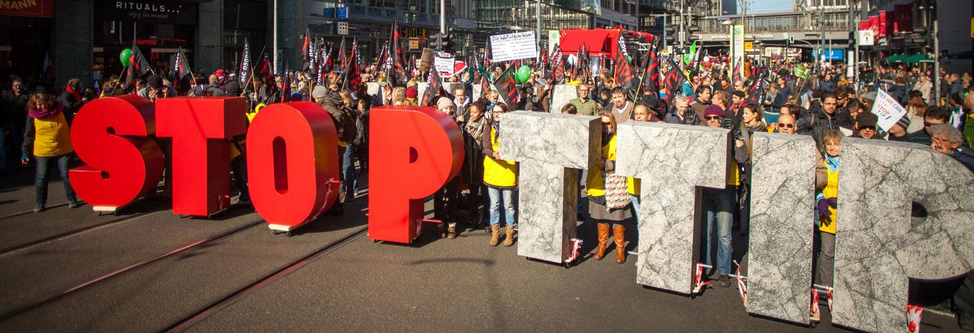 """Protestbild """"Stop TTIP"""" - Oktober 2015, rund 250000 Menschen gegen Handelsabkommen TTIP und CETA, für einen gerechten Welthandel"""