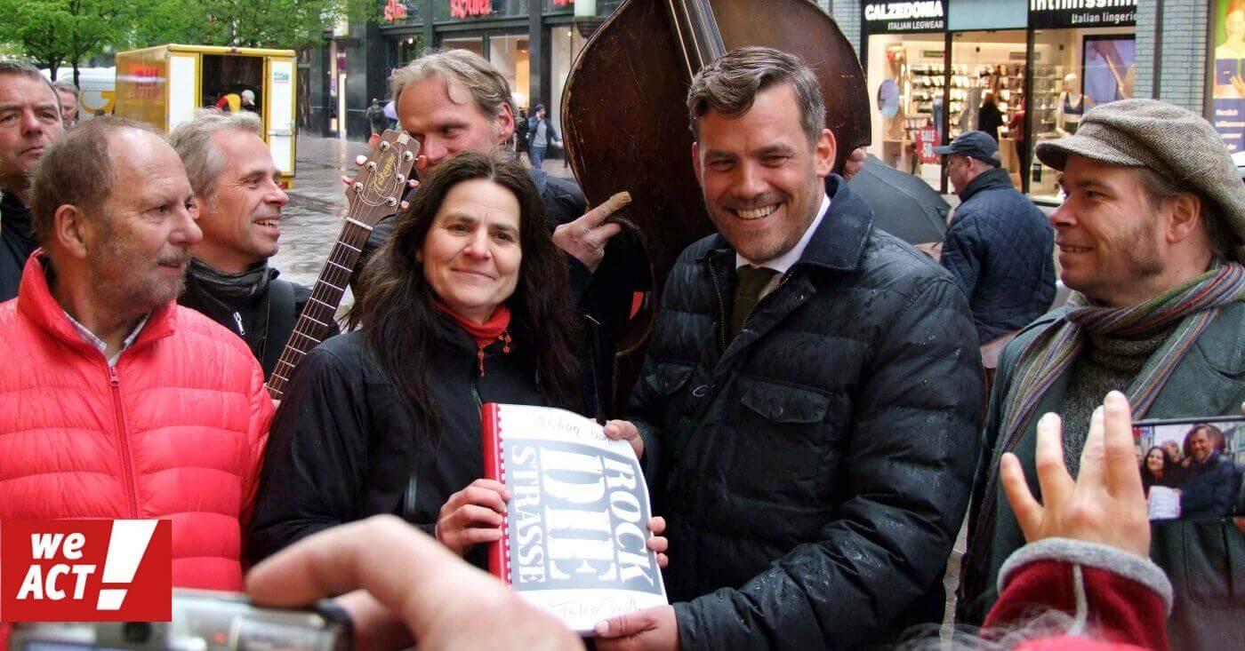 Übergabe der WeAct-Petition gegen Verbot für Straßenmusik in der Spitalerstraße