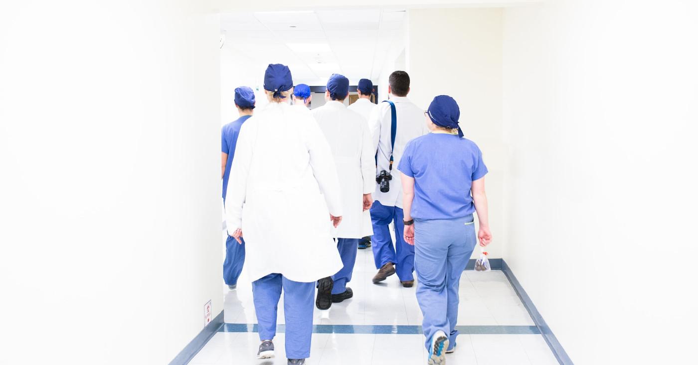 Das Klinikpersonal leistet in der Corona-Krise Übermenschliches, Campact startet einen Appell