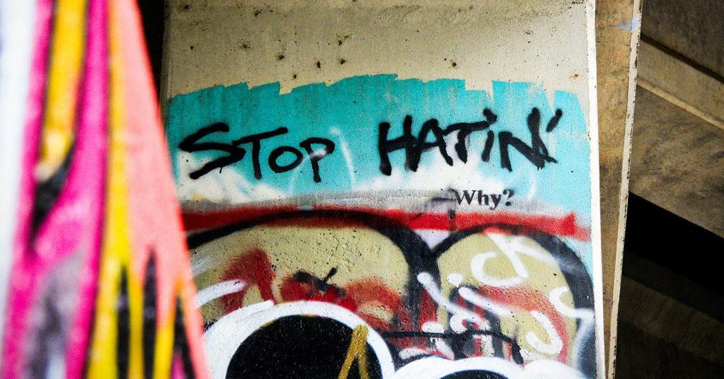 Wie Sie Hate Speech stoppen können - schreiben Sie jetzt Ihrem Regierungschef